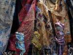 Finas telas para la elaboración de los trajes de las falleras