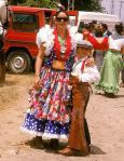 Isabel Pantoja, con su hijo Paquirrín, de niño, vestido con traje campero