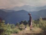 Jaime Mª y el perrito Craken en el campo