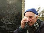 Recuerdo anual del holocausto. Los judíos salvados por Schindler encabezan en Polonia la 'Marcha de la vida'. Ludwik Kuczer, 87, uno de los judíos salvados por Schindler, durante el homenaje
