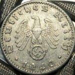Moneda de los años 40, con su esvástica correspondiente