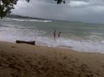 """A pesar de """"Tomás, mi hijo Carlos y mi nuera Mayte, se metieron en el agua"""