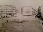 Puerta del Sol de Madrid, con la antigua fuente, en 1870