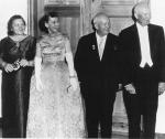 Kruschev y Eisenhower, con sus respectivas consortes, en el año 1959