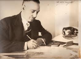 Trujillo escribiendo